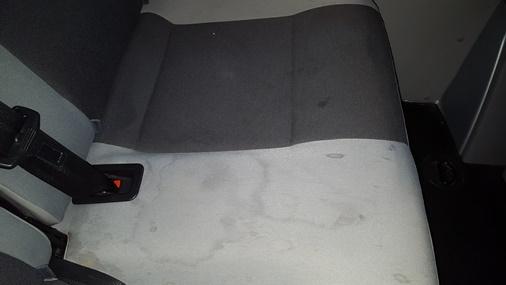 Vehículo antes de la limpieza de tapicería HOMECARWASH